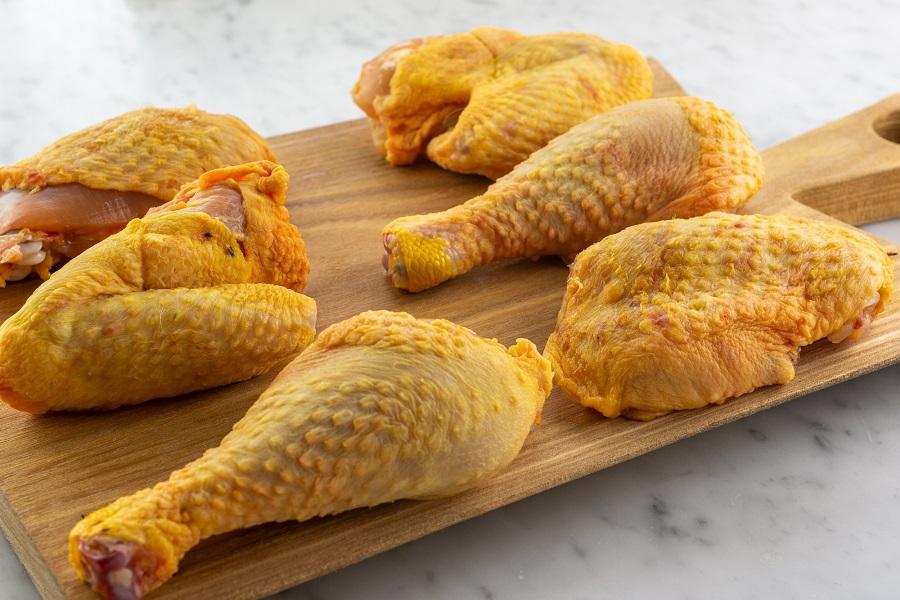 tagliare il pollo